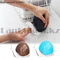 Диспенсер для жидкого мыла Улитка пластиковый 120 мл в ассортименте