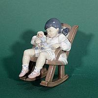 Спящая малышка в кресле-качалке. Фарфоровая мануфактура Lladro