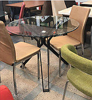 Стол стеклянный на металлическом каркасе