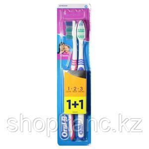 Набор из двух зубных щеток средней жесткости  Oral-B 2шт