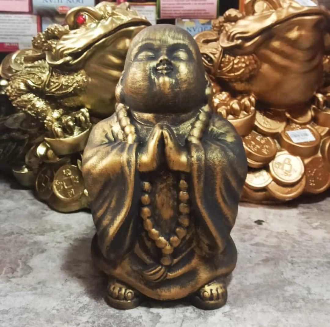 """Статуэтка """"Монах"""" в золотом цвете."""