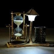 """Часы песочные """"Уличный фонарик"""" с подсветкой и карандашницей, 6.5х15.5х14.5 см, микс"""