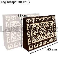 Пакет подарочный средний 45см х 33см х 10,5см прямоугольной формы коричневого цвета с орнаментом