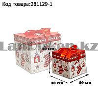 Подарочная коробка S(10х10х10) квадратная в новогодней тематике белого цвета с красной лентой сапожок сладости