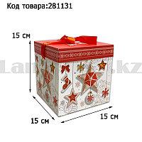 Подарочная коробка M(15х15х15) квадратная в новогодней тематике белого цвета с красной лентой игрушки звезда