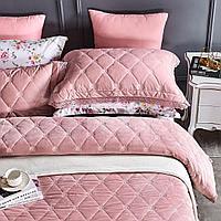 Комплект постельного белья полуторный: вельветовое покрывало с наволочками и простынь из хлопка с наволочками