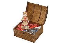 Набор Милана: кукла в народном костюме, платок в деревянном сундуке, золотистый/белый