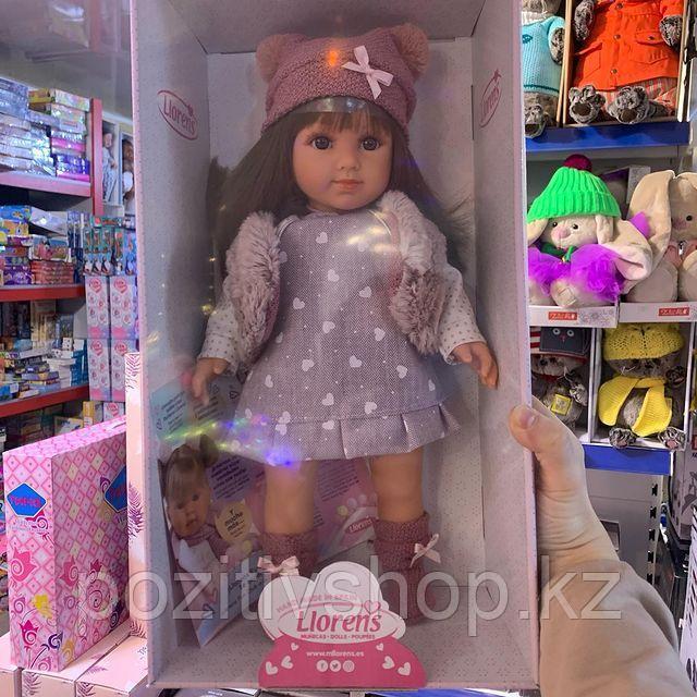 Кукла Llorens Сара 35 см. брюнетка в меховом жилете - фото 2
