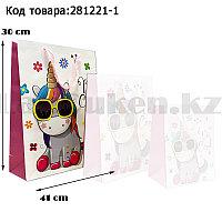 Пакет подарочный L(30х41) 3D иллюстрация для детей с блестками белого цвета с единорогом