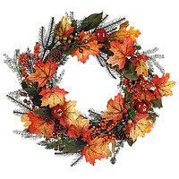 Венок еловый d60см декор с ягодами и осенними листьями