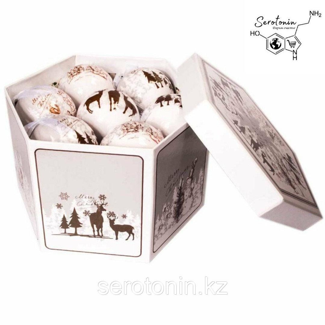 Набор белых  ёлочных шаров с рисунком
