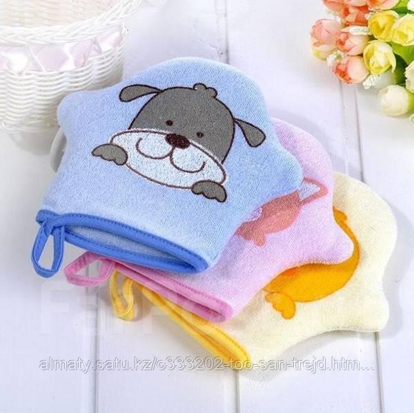 Детская губка-варежка для ванны