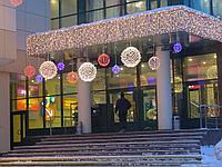 Креативное оформление зданий, офисов и ТЦ на новый год