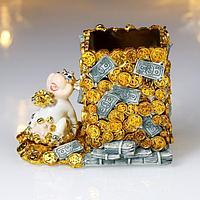 "Сувенир полистоун карандашница ""Серебристая коровка с кучей золота"" 8х10,5х6,5 см"