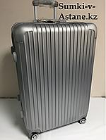 Большой пластиковый дорожный чемодан на 4-х колесах Longstar.Высота 74 см, ширина 45 см, глубина 27 см., фото 1