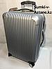 """Средний пластиковый дорожный чемодан на 4-х колесах """"Longstar"""".Высота 64 см, ширина 41 см, глубина 25 см."""