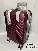"""Маленький пластиковый дорожный чемодан на 4-х колесах""""Delong"""".Высота 56 см, ширина 35 см, глубина 24 см., фото 1"""