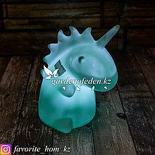 Настольный мини-светильник. Материал: Пластик. Цвет: Голубой. Тип питания: Батарейки.