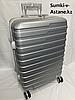 """Средний пластиковый дорожный чемодан на 4-х колесах""""Longstar"""".Высота 64 см, ширина 41 см, 25 см."""