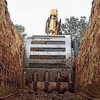 Разработка котлована по месту складирования грунта и с вывозом грунта
