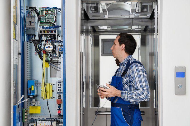 Сервисное обслуживание лифтов любых моделей