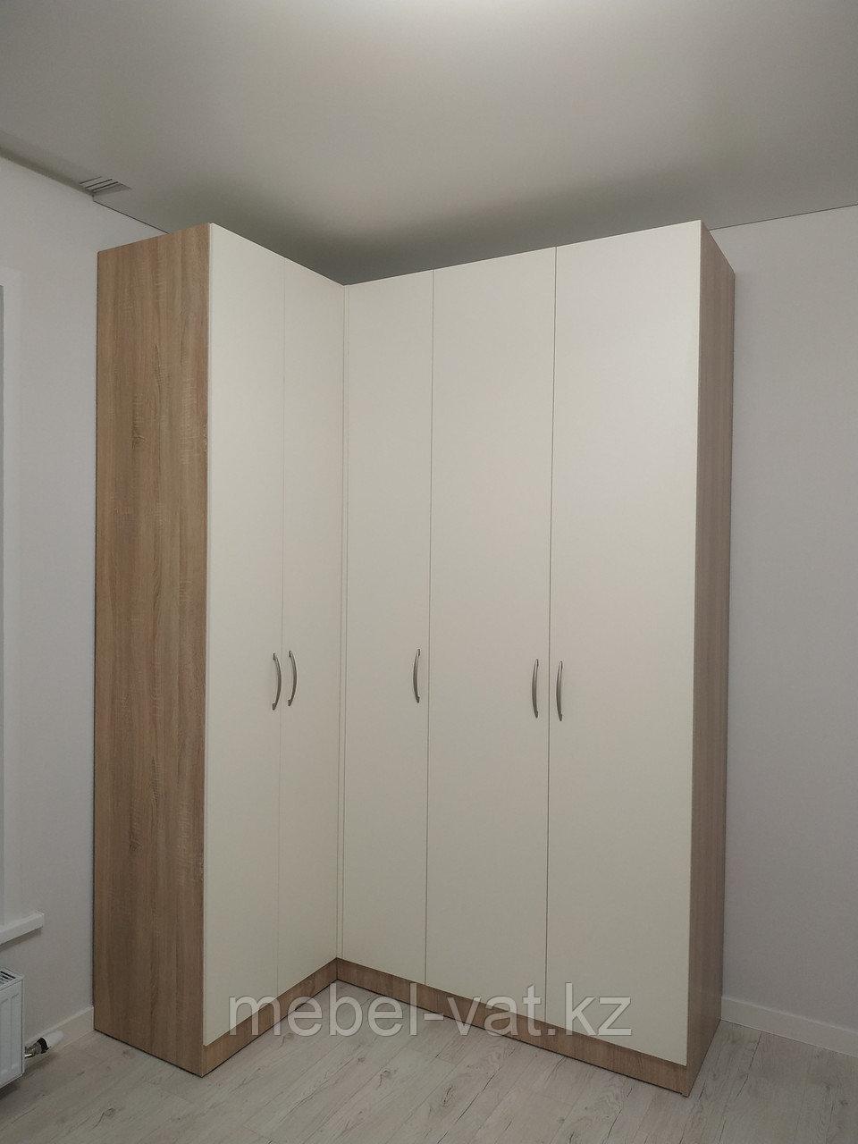 Спальный гарнитур: Шкаф угловой, кровать