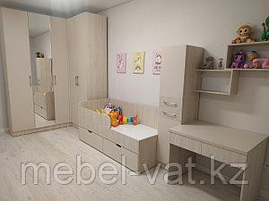 Детская комната: шкаф,стол, кровать, комод