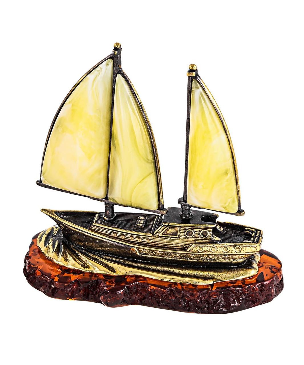 Сувенир Корабль Попутный ветер на подставке из янтаря. Ручная работа