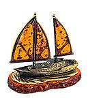 Сувенир Корабль Попутный ветер на подставке из янтаря. Ручная работа, фото 2