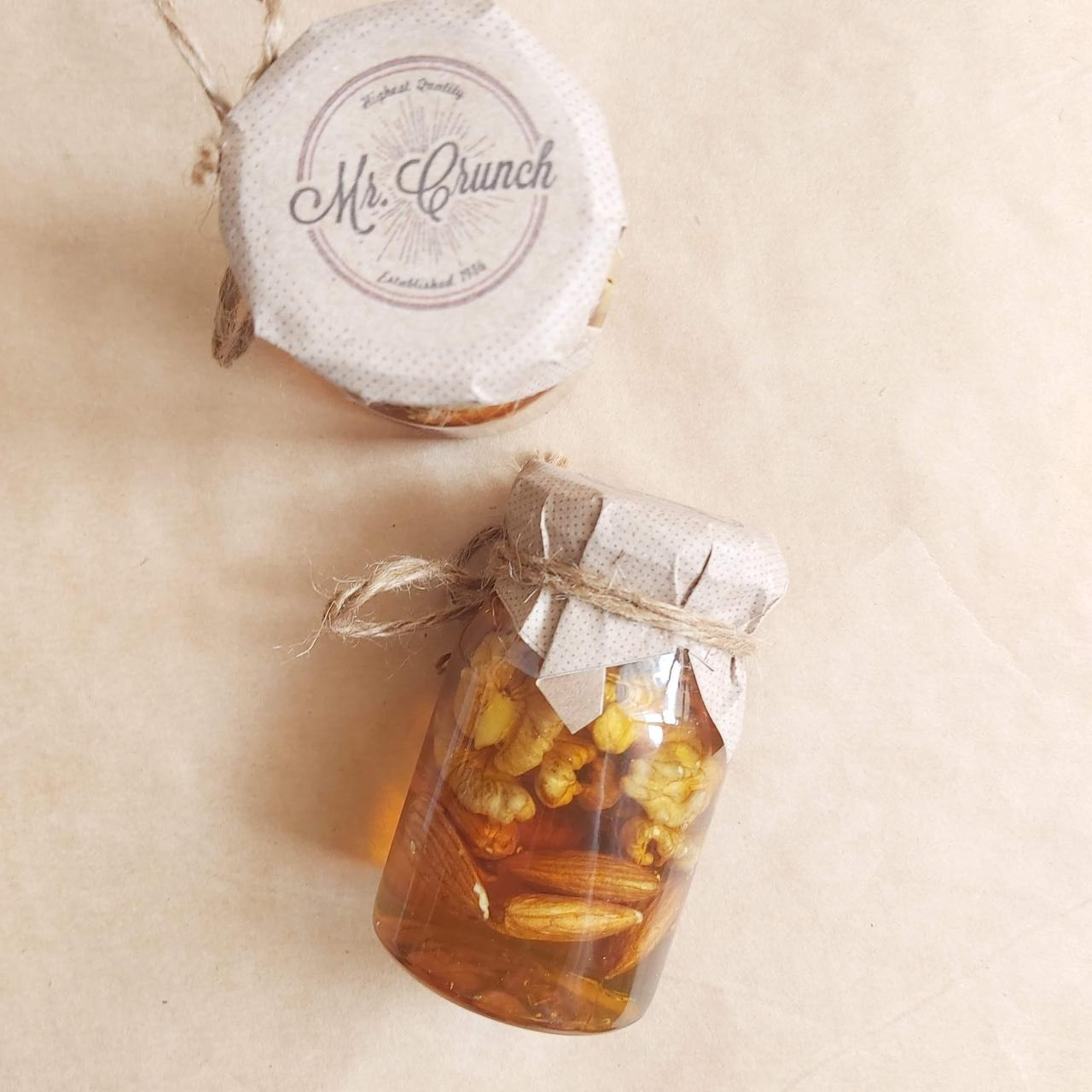 Орехи в меду. Грецкий орех и миндаль