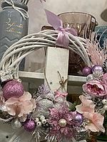 Новогодний венок, диаметр 30 см, цвет розовый