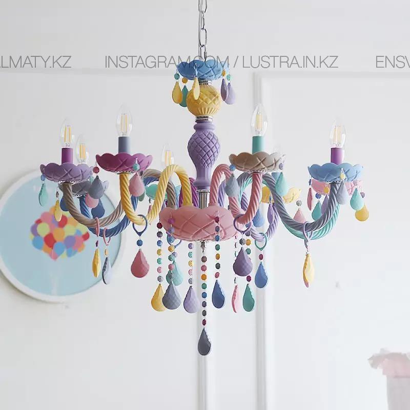Люстра подвесная в виде подсвечника разноцветная