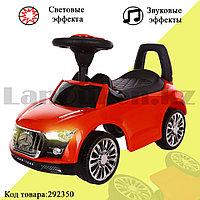 Каталка детская толокар автомобиль для прогулок с звуковым и световым эффектом Tolocar Mercedes-benz красная