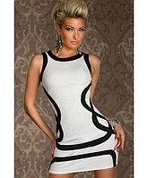 Белое обтягивающее платье с черными волнами