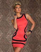 Розовое платье с черными волнами