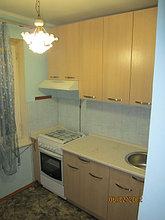 Кухня с высокими верхними ящиками