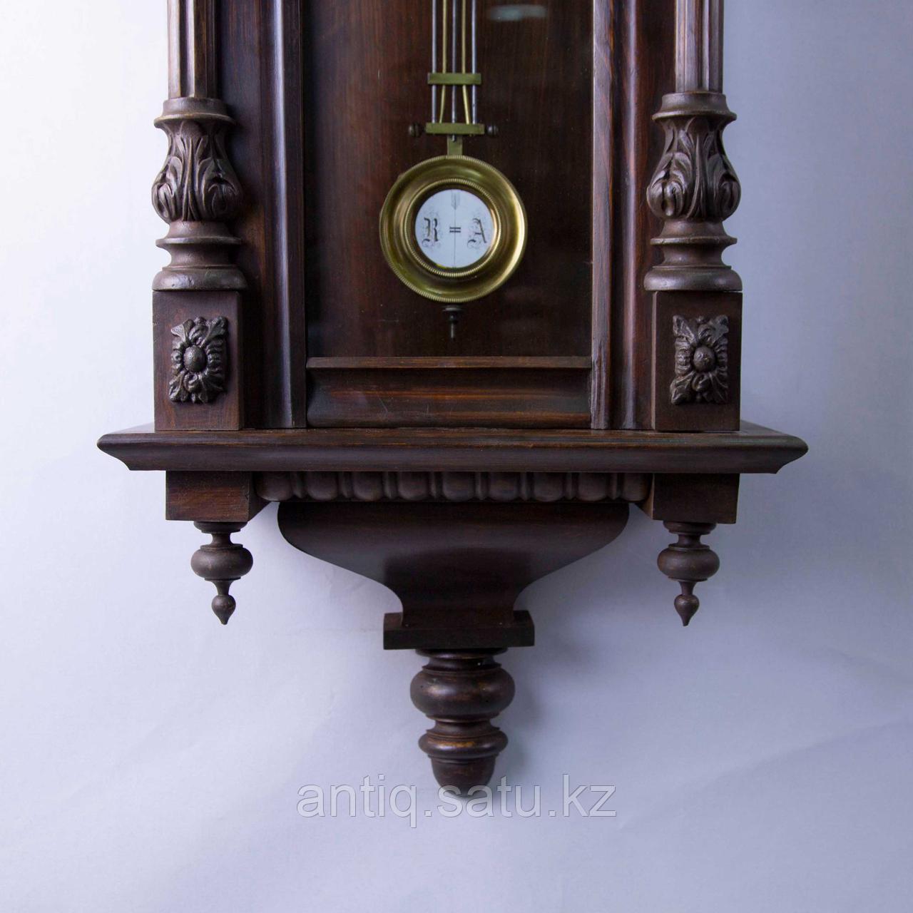 Настенные часы в корпусе классической формы, выполненные из массива дерева. - фото 5