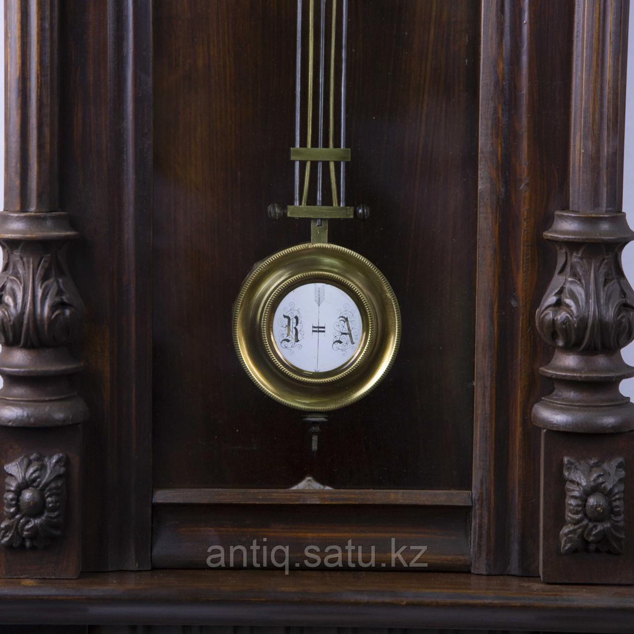 Настенные часы в корпусе классической формы, выполненные из массива дерева. - фото 6