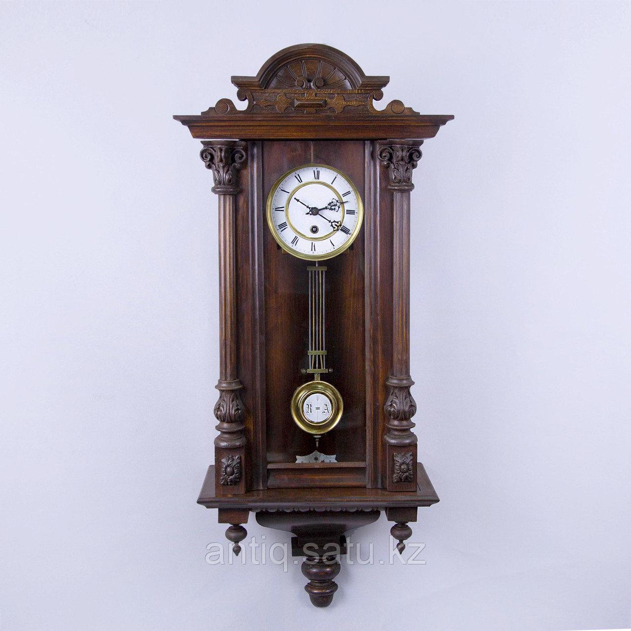 Настенные часы в корпусе классической формы, выполненные из массива дерева. - фото 1