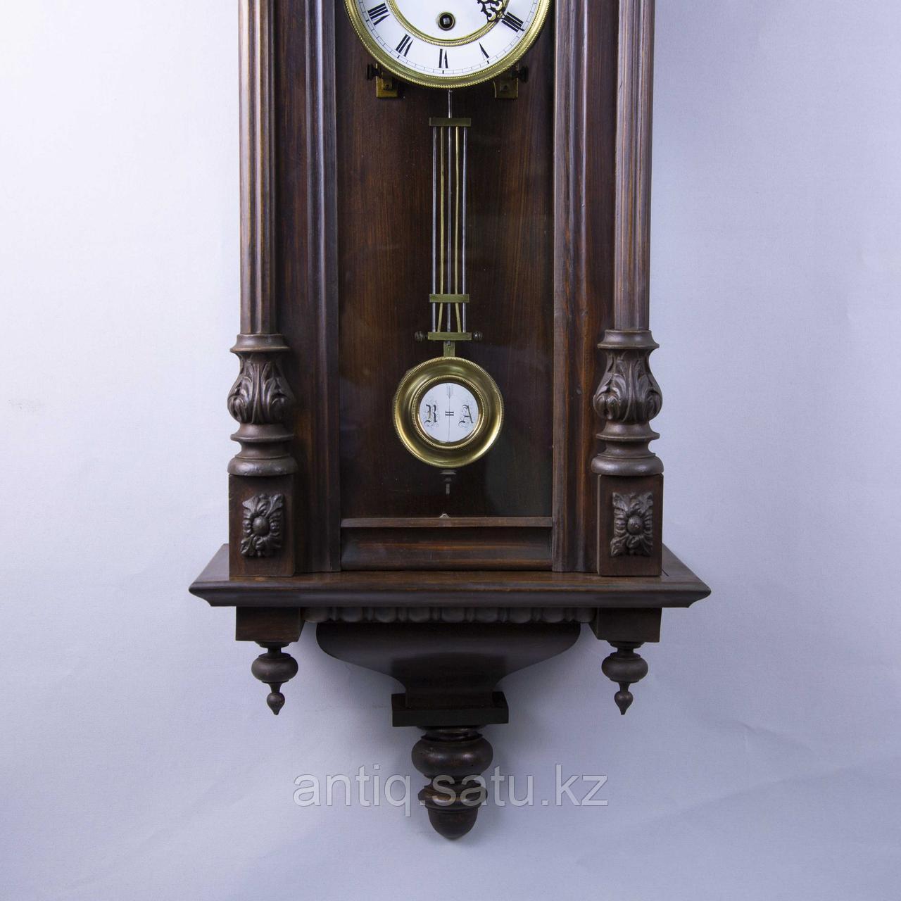 Настенные часы в корпусе классической формы, выполненные из массива дерева. - фото 7