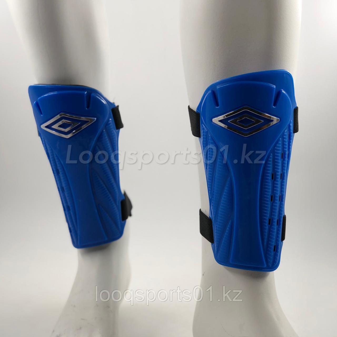 Футбольные защитные щитки Umbro