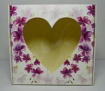 Коробка с окошком в виде сердца (20*20*7)