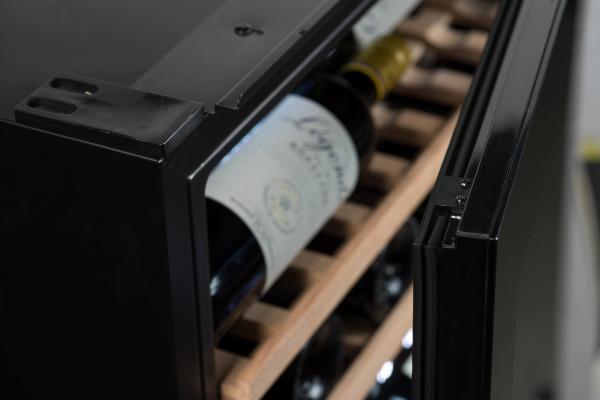 Встраиваемый винный шкаф 22-50 бутылок Climadiff AVI60 PREMIUM
