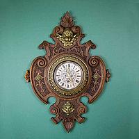 Настенные часы редкой формы.