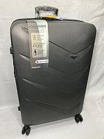"""Большой пластиковый дорожный чемодан """"DELONG"""" на 4-х колесах.Высота 78 см, ширина 49 см, глубина 30 см."""
