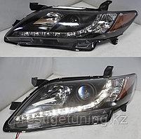 Передние фары на Camry V40 2006-09 Black R8 Style