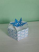 Коробка 6,5*13*13см снежинка голубая