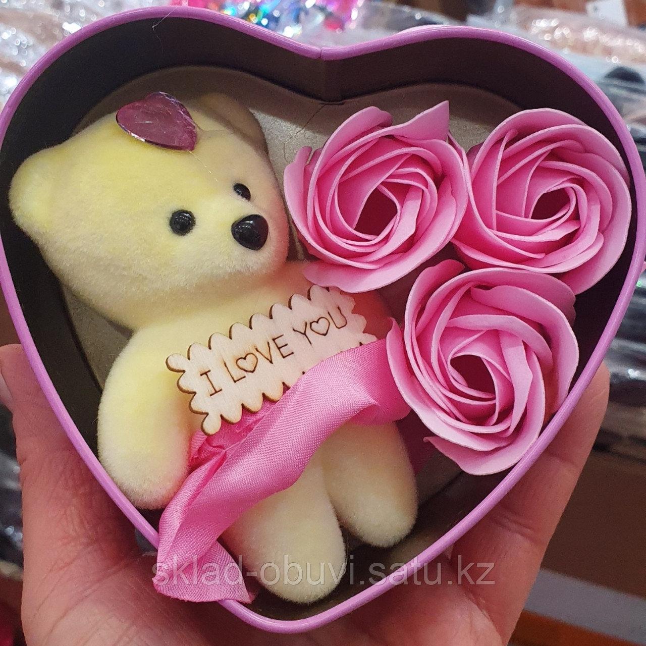 Цветы с игрушкой / милый подарок / букет/ подарочный набор в металлической коробочке в форме сердца - фото 1