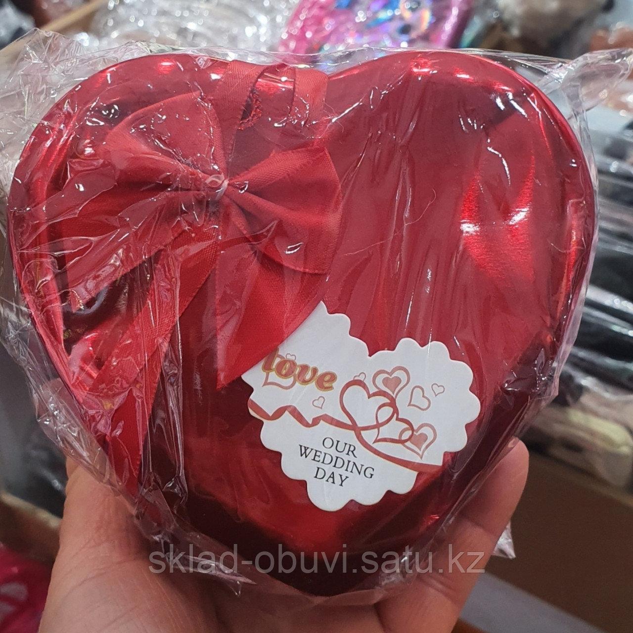 Цветы с игрушкой / милый подарок / букет/ подарочный набор в металлической коробочке в форме сердца - фото 2