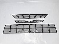Защитная москитная сетка под решетку радиатора на Toyota Camry 70